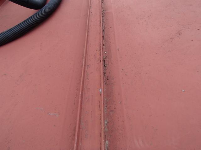 トタン屋根 塗膜の剥がれ