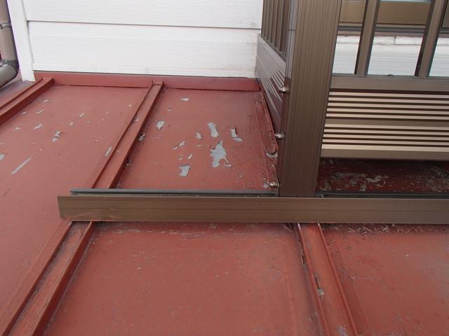 トタン屋根 施工前 塗膜剥がれ