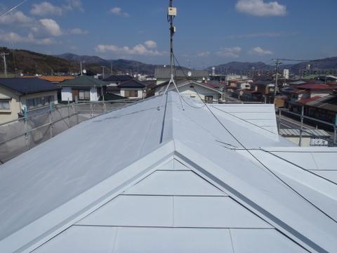 宮城県石巻市 トタン屋根塗装 錆び止め塗装後