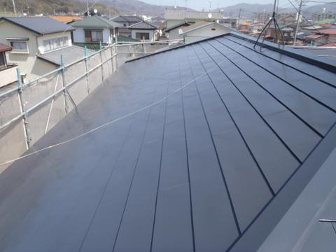 トタン屋根塗装 上塗り1回目 完了