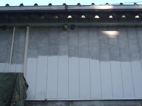 外壁塗装 金属サイディング ケレン中