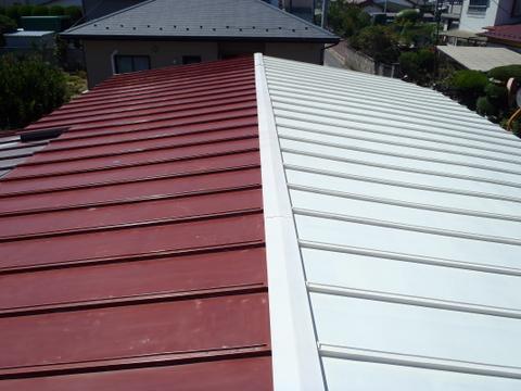 トタン屋根塗装 錆び止め塗装中