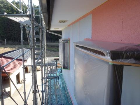 外壁塗装 上塗り1回目塗装中