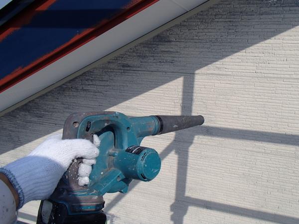 外壁塗装 金属サイディング ケレン後 ブロワー