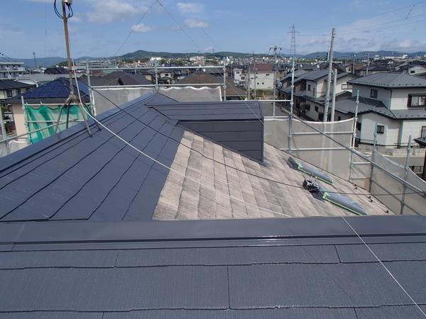 屋根塗装 宮城県石巻市 上塗り塗装中 カラーベスト スレート コロニアル