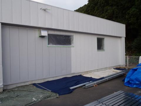 外壁塗装 金属サイディング 上塗り1回目