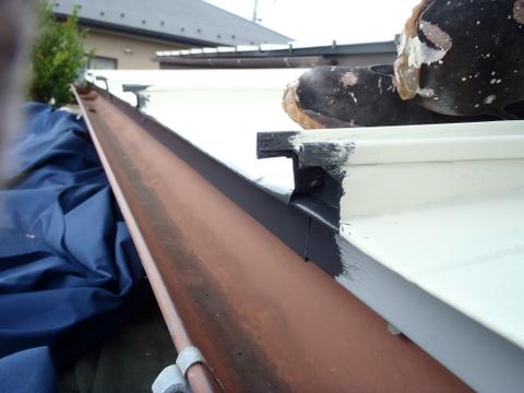 トタン屋根塗装 唐草 上塗り1回目